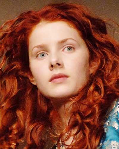 Photo de femme aux cheveux teint cuivr cheveux roux ou - Quelle couleur porter quand on est rousse ...