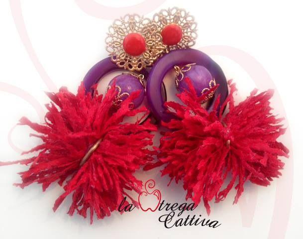 Orecchini pendenti: agata viola e filo di cotone