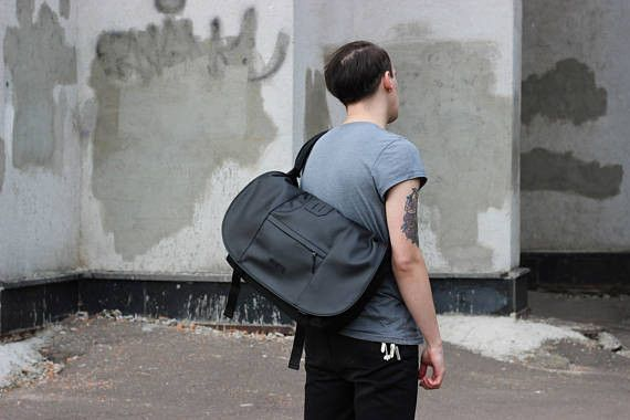 Half messenger bag, half backpack, Roll Black is the perfect bag for a guy who wants to look professional and stylish. It's easy function of transformation makes this bag super roomy and increases...