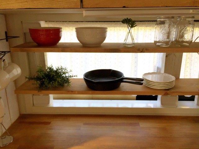現状回復ok ディアウォールでキッチンの窓枠に見せる収納をdiy ディアウォール キッチン 窓枠