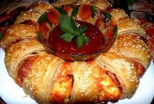 Фото к рецепту: Пирог-венок из серии  гости на пороге