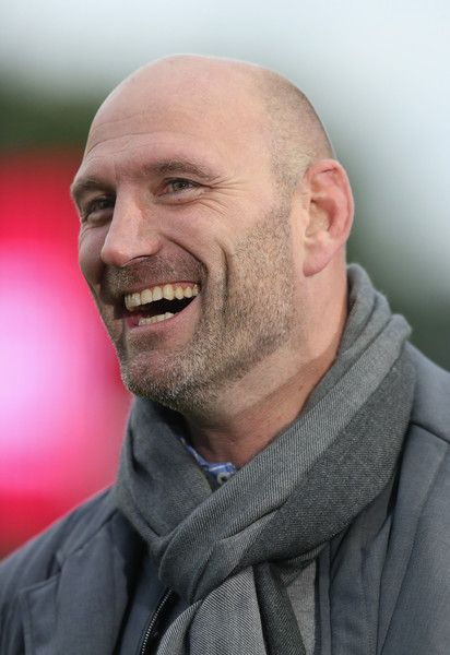 Lawrence Dallaglio Photos Photos - Lawrence Dallaglio, the former England international, now BT Sport rugby pundit looks on during the Aviva Premiership match between Harlequins and Bath at the Twickenham Stoop on May 8, 2015 in London, England. - Harlequins v Bath Rugby - Aviva Premiership