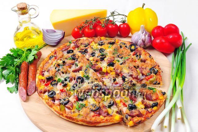 Фото Пицца с курицей и охотничьими колбасками