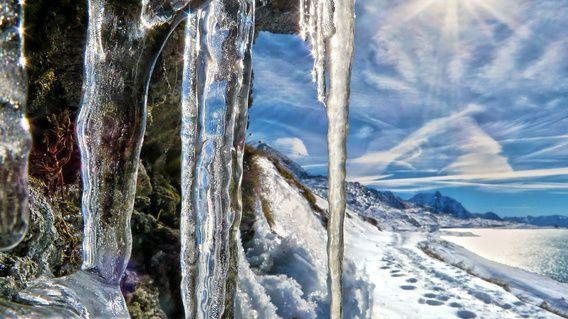 Ijspegels bij de Berninapas in Graubünden