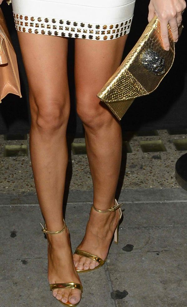 Chloe Sims dressing up her white dress with gold accessories