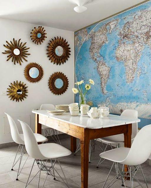 Une carte sur le mur en guise de papier peint. Bonne idée !