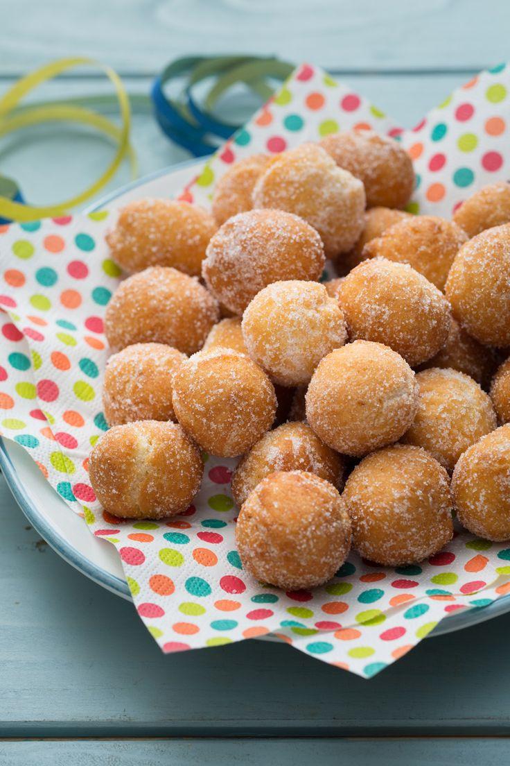Castagnole: piccoli bocconcini di pasta fritta rotolate nello zucchero semolato. Buon Carnevale!  [Italian Carnival _ Fried sweet balls]