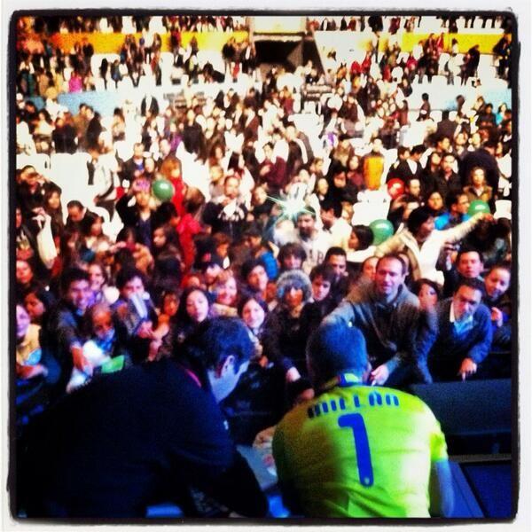 @Cesar Millan: Tour moments. #LiderdelaManada #tourlife #travelpics