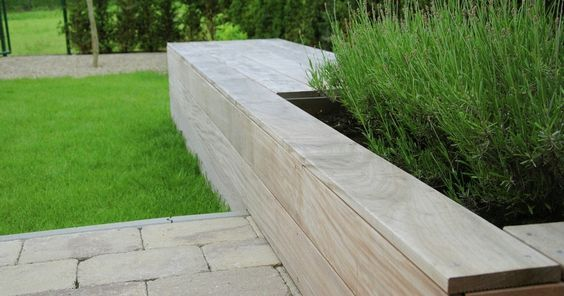 Tuinbank met bloembak. Deck detail, built-in bench with planter, planted with aromatics. <3: