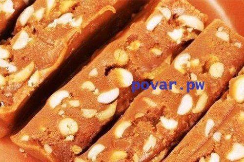 МОЛОЧНЫЙ ЩЕРБЕТ С ОРЕХАМИ И КАКАО Шербет или щербет – это и традиционный напиток в странах Востока, и сладость, ароматная помадка на фруктово-молочной или сливочной основе с дроблеными орехами. ИНГРЕДИЕНТЫ: - арахис 500 г - смесь детская малютка 350 г - молоко 1 стакан - сахар 1 стакан - какао 3 ст.л. ПРИГОТОВЛЕНИЕ: Шаг 1 : Сухую детскую смесь Малютка смешать с жареным арахисом. Упаковку не выбрасывать. Отдельно смешать сахарный песок с какао-порошком, добавить молоко, довести до кипения…