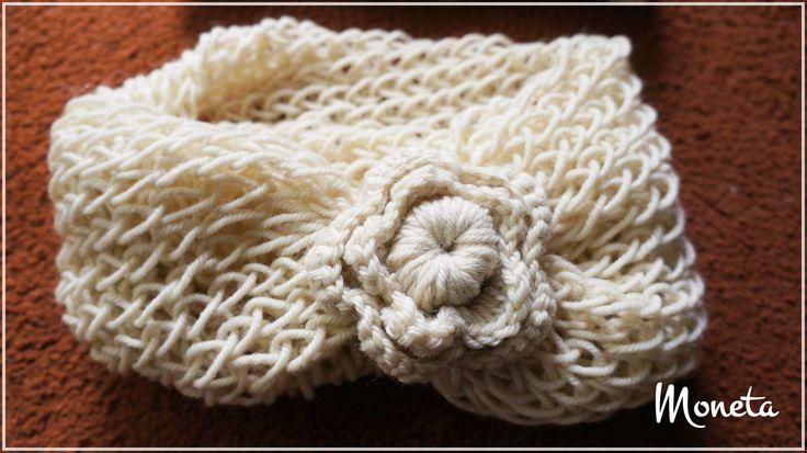 Cuello 100%lana con motivo de flor tejida a crochet