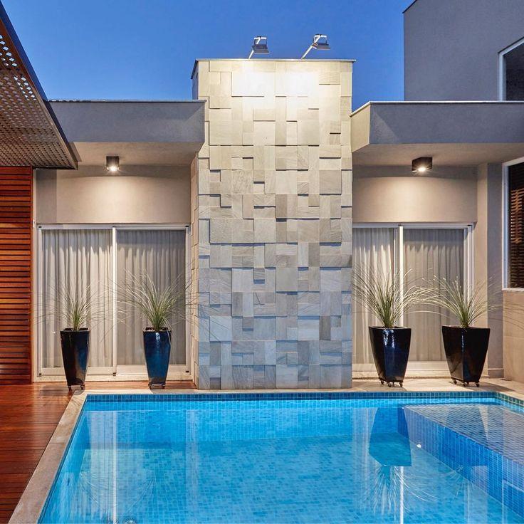 Resultado de imagem para swimming pool