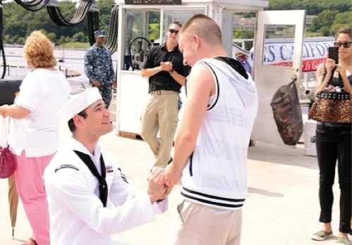 Look: Deployed 6 Months, Sailor Proposes To Boyfriend On The Dock As Sub Returns To Base | The New Civil Rights Movement