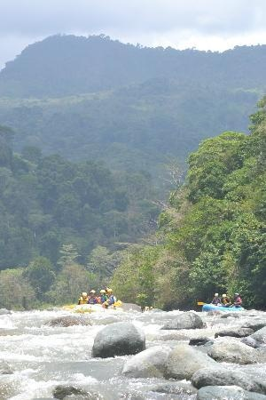 Rafiki Safari Lodge: Savagre river
