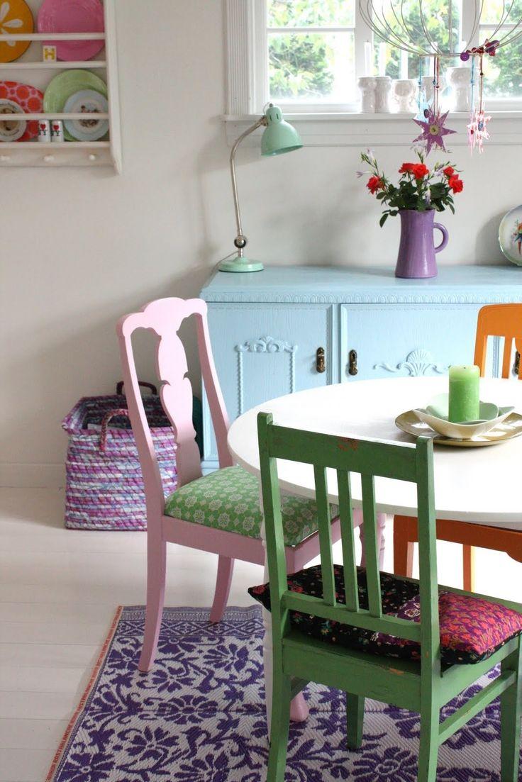 Useita värejä tuoleihin.