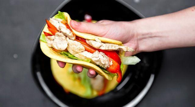 A la tacos jaglane z kurczakiem, czyli placki z kaszy jaglanej