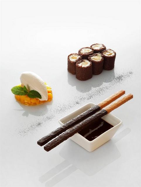 Biscuit roulé aux deux chocolats - Vertig'O restaurant - Hotel de la Paix - Geneva by Concorde Hotels Resorts, via Flickr