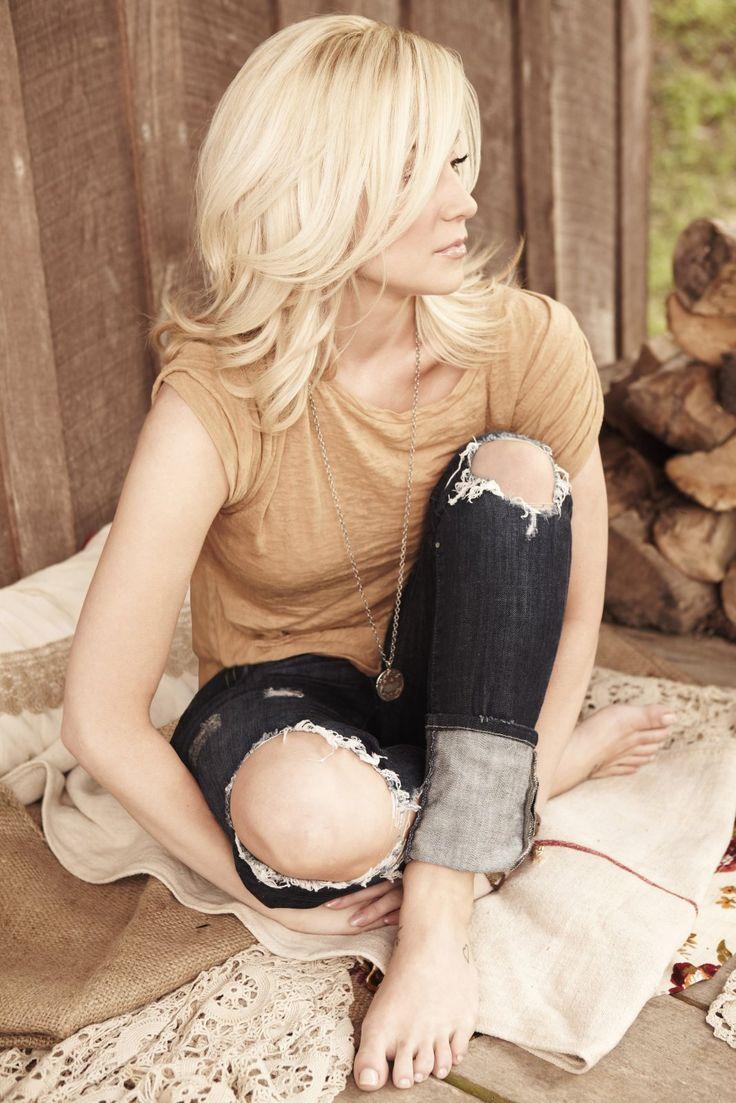 Kellie Pickler, Country Music Legend!