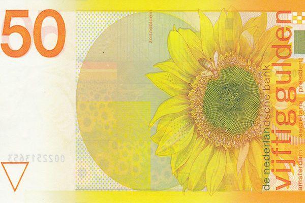 Ontwerper Ootje Oxenaar is overleden. Oxenaar ontwierp onder meer het bekende bankbiljet van 50 gulden. Oxenaar werd op 7 oktober 1929 geboren in Den Haag. Na zijn studie aan de Koninklijke Academie van Beeldende Kunsten ontwierp hij voor de toenmalige PTT en De Nederlandsche Bank. De beroemde bankbiljetten van 50 gulden (de zonnebloemen), 100 gulden (de snip) en 250 gulden [...]