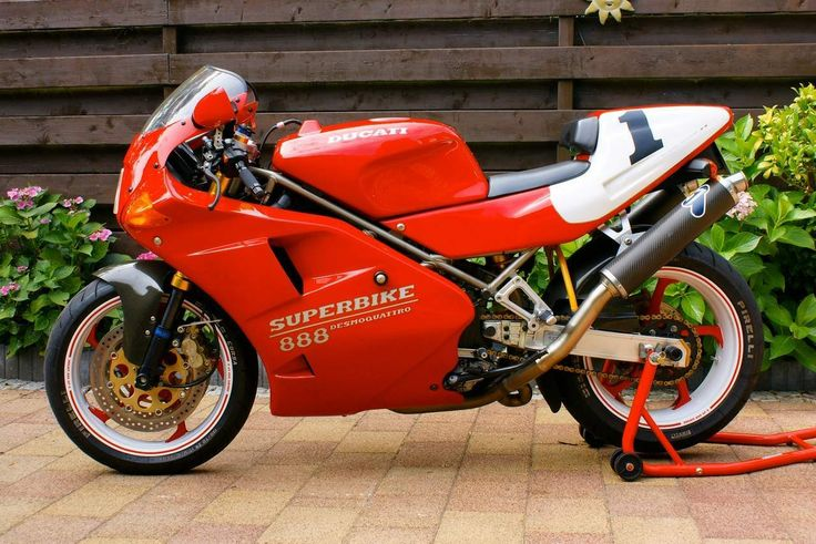 The 1993 Ducati 888SP5 boasts a maximum power output of 118 horsepower and 94 Nm of torque from its electronically-injected, liquid-c...