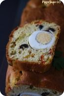 Cake surprise aux poivrons, œufs durs et olives noires : Etape 1