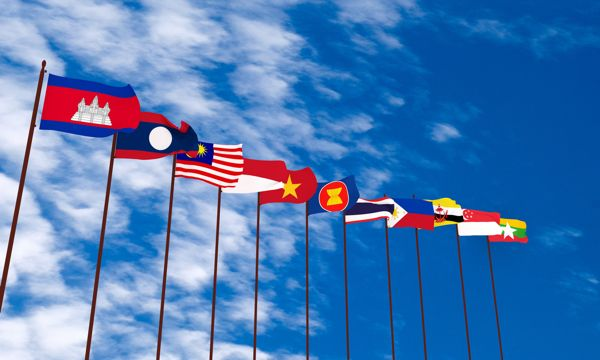 "EM Asia FX trades flat http://betiforexcom.livejournal.com/24964046.html  By Susan Mathew ( Reuters) June 14 Asian currencies were steady on Wednesday as investors awaited results of the Federal Reserve meeting and clues on the pace of further U.S. rate hikes as well as signals on the country's inflation outlook. ""The FOMC is clouding the dollar sentiment so investors are content sitting on the […]The post EM Asia FX trades flat appeared first on Forex news - Binary options…"