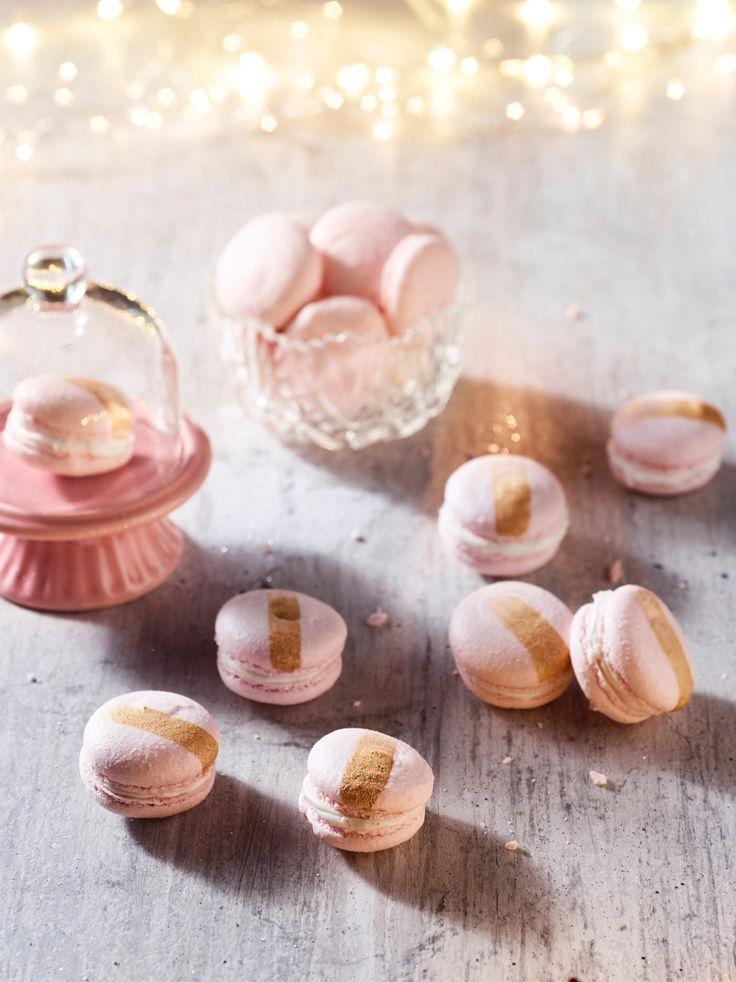 Deze feestelijk roze macarons lijken moeilijk, maar dit recept is echt foolproof! Geef zeeen kleurtje en…