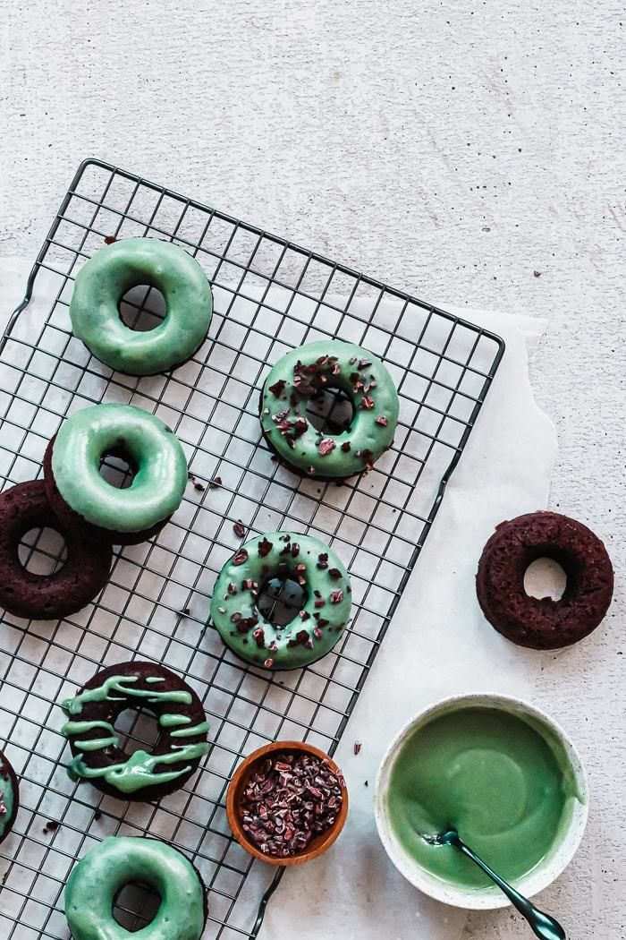 Whether it's for St. Patty's or just because you're craving something sweet, these Chocolate Mint Paleo Donuts have got…