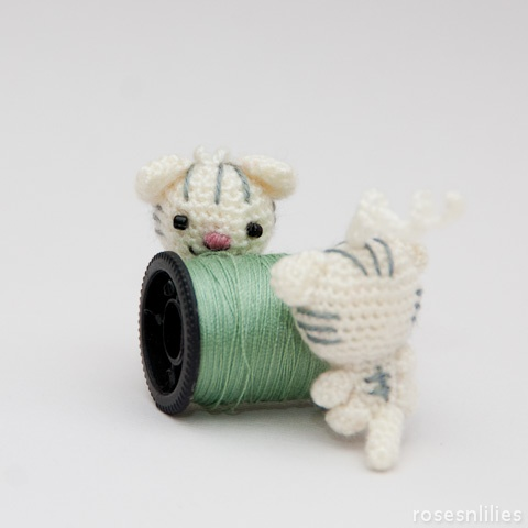 Tiny AmigurumiCats... This site is awesome.