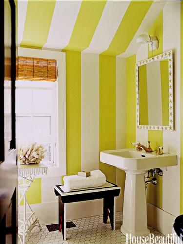 A striped bathroom. Designer: Leslie Klotz. Photo: Laura Resen. housebeautiful.com #greenrooms #greenbathroom #greenstripes