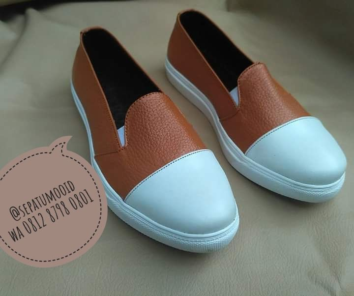 Bismillah... #SepatuKulit Casual Wanita by #SMO IDR 185.000  Happyday... PO  2 minggu  Cek bio for order... #SepatuKulitAsli #SepatuCasual #SepatuCewek #CasualCewek #SepatuMagetan #JualSepatu #SepatuMurah #FlatformShoes #SepatuFlat #SepatuCustom #SepatuKantor #SepatuOriginal #Shoes #FlatShoes #WomenShoes #LeatherCraft #LeatherShoes #Footwear #HandMadeShoes #SepatuMooID