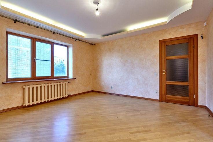 Cданные дома / 4-комн., Краснодар, Промышленная, 6 500 000 http://krasnodar-invest.ru/vtorichka/4-komn/realty179163.html  В продаже 4 комнатная квартира в центре по ул Промышленной 31 на 3 этаже  5 этажки площадью  130,1/78,3/11, высота потолков 3 м. Планировкой предусмотрено три изолированные спальни, гостиная, большая гардеробная комната из хозяйской спальни и два санузла. двухуровневое освещение, сплит, окна на три стороны света. Высокие потолки создают дополнительное ощущение уюта. Дом…