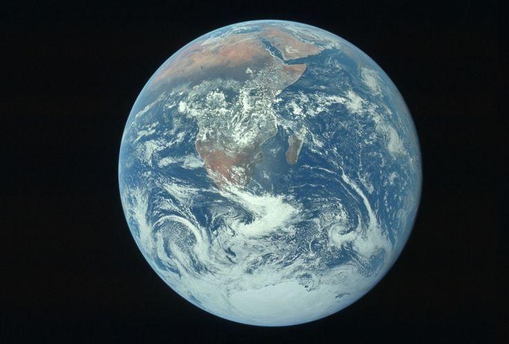 Dai cimeli della Nasa una serie di scatti meno noti delle missioni lunari. Tra attività extraveicolari, esperimenti scientifici e momenti di relax. terra vista dal modulo lunare apollo 17 dicembre 1972