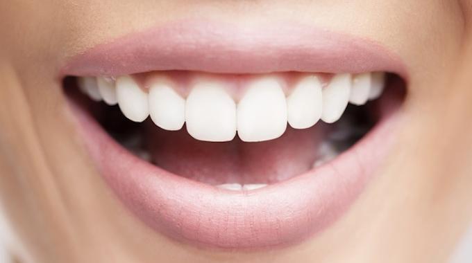 Détartrez vos dents à la maison en 1 semaine seulement. L'ingrédient astucieux pour un détartrage maison est le vinaigre blanc. Le vinaigre blanc détartre bien le calcaire sur le robinet, voire m