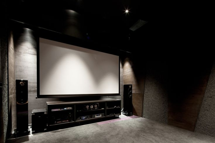 The rainy season enjoys a movie at home! House with theater room