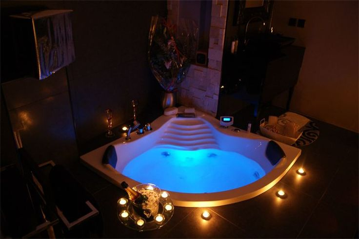 Chambre d 39 h tes avec jacuzzi bed spa pinterest villas and jacuzzi - Chambre avec jacuzzi ...