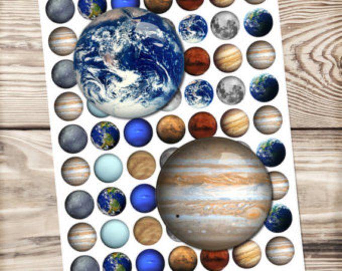 Hoja digital collage del sistema solar, imágenes del círculo, tapa de la botella, cúpula de cristal, descargar imprimible, tierra, Luna, Júpiter, Plutón, Marte, planeta