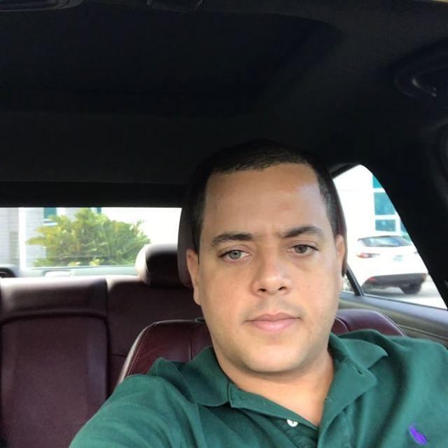 Good afternoon 🌞 from Miami, Es un día especial estoy cerrando mi propiedad de inversión y està cumpliendo un mes de nacida mi chikitica  Victoria Gregori, así q doblemente contento y listo para recibir el 2018 como dios manda.  Mas de 1 millón en ventas este año, aprendiendo mucho en cada Deal y cada vez mas preparado para el futuro.  Si estas listo para cerrar un trato con Mr. Gregori #therealinvestor solo llama al : 305-613-9327 🕺🏻🎥......🏡, siempre con la movie en Play Mode…