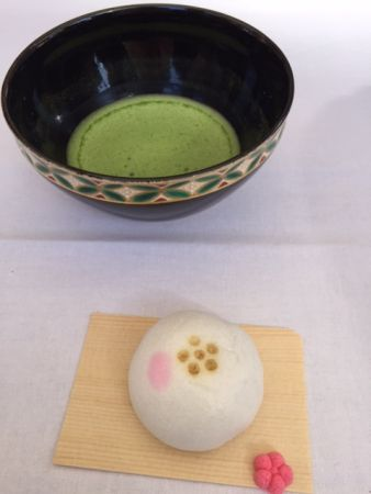 """Hello, I'm a master of Urasenke, one of the biggest tea school in Japan. I welcomed over 3000 foreigners including the guests of the tea house I had worked for before I opened my tea house KOTO. Today, one of my guest asked me how to do tea ceremony outside because it's great season to go outside in Kyoto now.   The most casual way of tea outside. """"Ryakubon date""""   The way of tea the beginners learn first is called """"Ryakubon date"""". After leaning the way of folding the cloth """"fukusa"""" to…"""