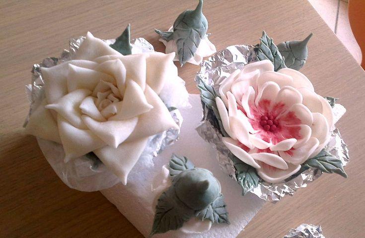 Pasta de zahar, trandafiri, flori si frunze