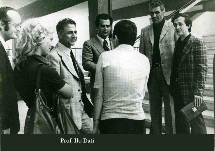 """1976, il Preside Ilo Dati con alcuni insegnanti. 170°Stagi, Focus del 24.05.13. Liceo artistico statale """"Stagio Stagi"""" di Pietrasanta (Lu)."""
