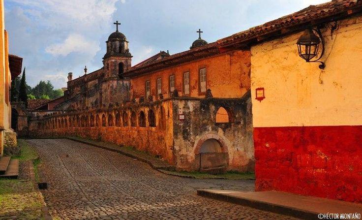 A sólo 30 min de Morelia se encuentra #Pátzcuaro, impactante pueblo mágico de #Michoacán que te enamorará con cada rincón de sus bellas calles. Te invita el Hotel Estefania. http://www.hotelestefania.com/