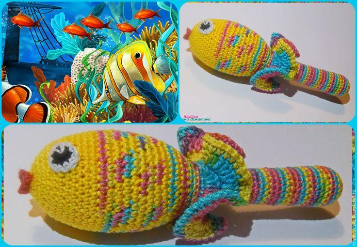 """Купить Погремушка вязаная """" Рыбка"""" - погремушка вязаная, рыбка, тактильная игрушка, тактильное развитие"""