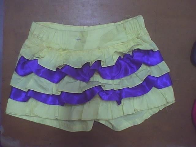 falda con golas en contraste y pretina encauchada