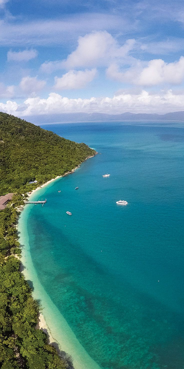 Perfect day to look over the top of Fitzroy Island in TNQ - by Phillip Thurston