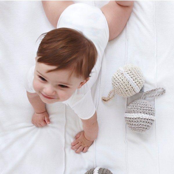Gebreide rammelaar van Fair and Cute, verkrijgbaar in 6 kleuren! http://aukgaaf.com/nl/trends4kids-brocante-babykamer-landelijke-kinderkamer-complete-babykamers.html?brand=107