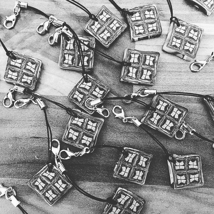 Am 11.09.2016 ist Matthäus-Markt in Schnaitsee. . Die ersten 25 Schlüsselanhänger sind schon fertig . Da muss ich mich ranhalten dass es noch mehr werden. . Beim letzten Mal waren sie ziemlich schnell weg . #schokoschmuck #iwearchocolate #sakrischschee #gratis #schlüsselanhänger #dankeschön #marktstand #besuch #accesoires #lookslikechocolate #schokoladig #millefiori #polyclay