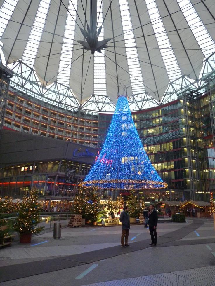 ARCHITECTUUR - Het Sony-Center aan de Potsdamer Platz wordt door velen gezien als een van de topstukken van de moderne Berlijnse visie.