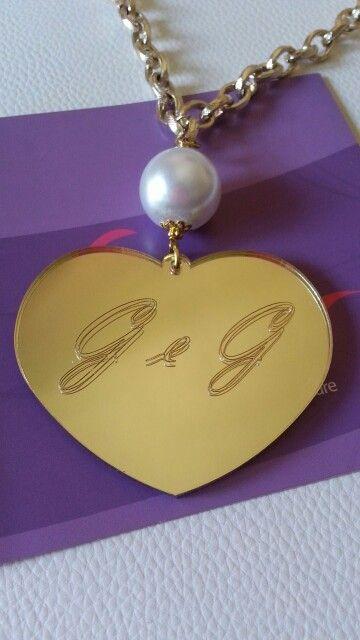 Collana con ciondolo in plexiglass specchio oro con incisione personalizzata #charmbymodear #modeardiluigipedone