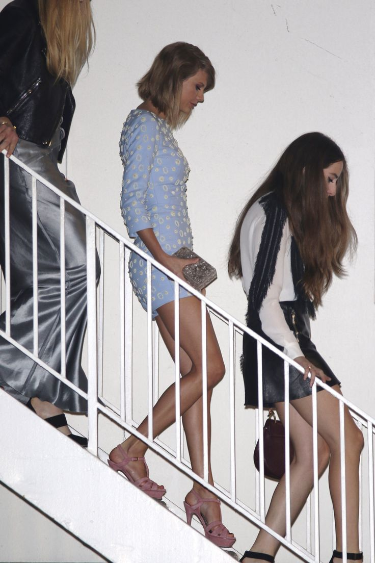 Taylor Swift Legs : Photo